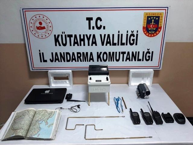 Aralarında polis, uzman çavuş ve öğretim görevlisinin bulunduğu 10 kişi, sit alanında define ararken yakalandı
