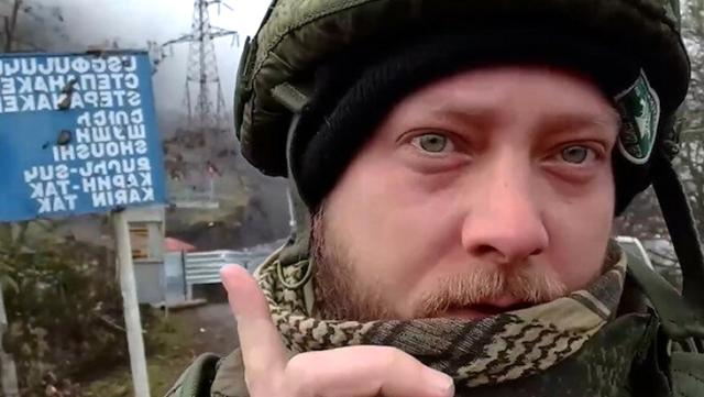 Şuşa'da Türk bayrağını gören Rus gazeteci şaşkınlığını gizleyemedi